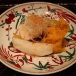 97939323 - 箸休めかな。。南瓜と銀杏と鯛の焼き物。                       お誕生日な方には鯛のお頭が(笑)