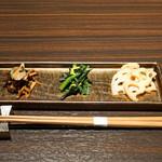 97942902 - 季節のナムル3種盛り合わせ  色々きのこのナムル、小松菜のナムル、蓮根のナムル