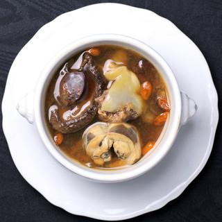 8日前かけて仕上げる究極のスープ、『佛跳墻』をご体験ください