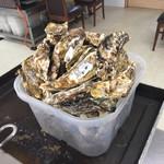 かき焼処 - 料理写真:2人前の牡蠣が運ばれてきました