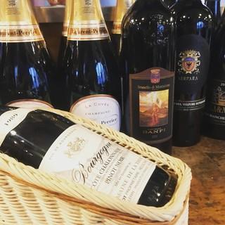 グラスワイン充実!店長オススメワインが12種類から選べます。