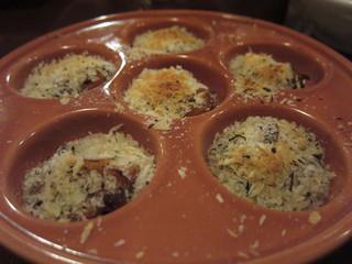煮込み屋ぐっつ - ツブ貝のニンニクバター炒め