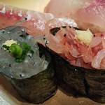 97952835 - 桜海老と生しらす。地魚10貫の地魚にぎり。