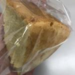 ひだまり - 料理写真:お土産でもらったシフォンケーキ。自然な甘さと卵のいい香り。きめ細かくてもっちりして美味しい。