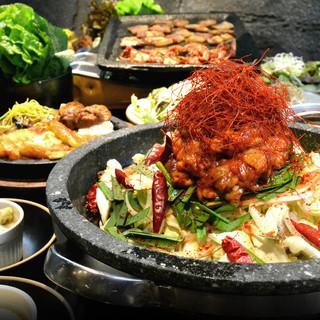 <一押し>しび辛ホルモン鍋と李朝園名物サムギョプサルコース