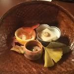 97962704 - 先八寸(落花生とうふ、いくら膾、柿の葉寿し、鴨ロース煮)♪