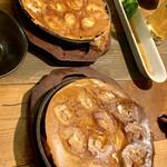 鉄板餃子と290円ハイボール 太田川にこにこ餃子 - チーズ餃子⤵︎⤴︎見た目は一緒だけど定番餃子
