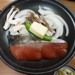 9798933 - 陶板:鮭バター焼きのこ添え