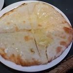 ラクスミ - チーズナン