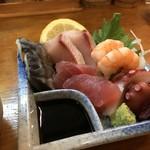 松楽 - 料理写真:刺身の3点盛り450円を頼んだら、5点盛りになっていました♪(2018.12.6)