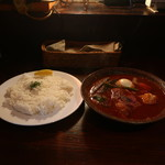 札幌スープカリー アナンダ - やわらか炙りでかチキンカリー(辛さ11番、オクラトッピング)