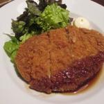 自家製ローストビーフ&生ハム食べ放題 肉バル PERORI - 大判メンチカツ