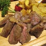 自家製ローストビーフ&生ハム食べ放題 肉バル PERORI - 牛サーロインステーキ