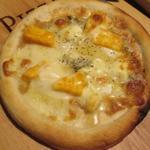 自家製ローストビーフ&生ハム食べ放題 肉バル PERORI - 4種のチーズピザ