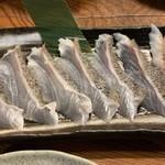 ちねんや~石垣島 - かーえーの刺身 皮を炙っているので食感が面白い