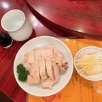楽園 - 蒸し鶏(ソースかける前)