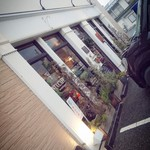 SANTA CAFE - 店前駐車場は狭いので要注意です