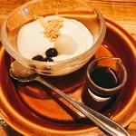 玄米カフェ 実身美  - 豆乳プリンの黒蜜かけ