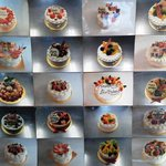 スイーツコリ - 店内に貼ってあるいろいろなケーキの写真
