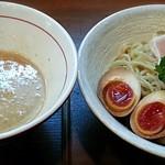 麺ゃ しき - 料理写真:【美白白湯つけ麺(並) + 濃厚玉子】¥830 + ¥100