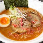 べらしお - 料理写真:こってりの海老そば820円…芳醇な海老の香りと鶏のうま味が奥深い贅沢こってりスープ!