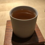 TTOAHISU - スペシャリテの「Wコンソメ」・・豚足やあご出汁など数種類の食材を使用され、それぞれの旨みを感じる品。