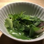 TTOAHISU - ◆銀鱈、春菊、パクチ、七味・・お出汁でお味付されていますので、パクチ以外はほぼ和のお料理。 脂ののった銀鱈の味わいがよく、優しいお味付の出汁が銀鱈の味わいを邪魔せず七味の軽い刺激がアクセントになり、 好みのテイスト。