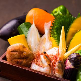 市場から直接仕入れる旬の食材と、上質な太白胡麻油を使用!