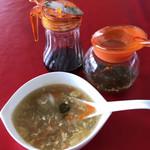 アッバシ - 料理写真:ランチ、ビリヤニにつくスープ。 青唐辛子の酢漬け、ソイソース。 スープにひとたらし。