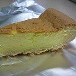 ミセス・マーコのアメリ感・アメリ館 - チーズパイのカットしたもの、優しいお味♡