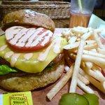 アロハテーブル - 日替わりバーガー チーズ850円