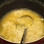 きくのこ - きくのこ @有楽町 ランチでセルフでよそう豆腐と若芽の味噌汁