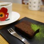コヤマ コーヒー - コーヒーとケーキのセットは980円。