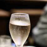 餃子とスパークリング バブルス - スパークリングワイン