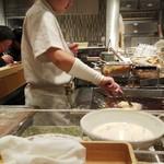 ふたば製麺 - 目の前で揚げるかき揚げが旨い!若い揚げ手のお姉さん頑張れ~(* ̄∇ ̄)ノ