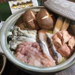 三陸直送 プリプリ牡蠣と新鮮魚介 いわて三陸漁場直送酒場 八○ - あん肝、白子、カキ、鱈の身が贅沢に入った三陸痛風鍋