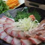 三陸直送 プリプリ牡蠣と新鮮魚介 いわて三陸漁場直送酒場 八○ - 脂ののった定番のブリしゃぶは湯通しすると口の中でとろけます