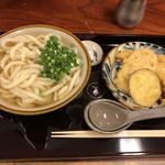 小麦の翼 - 料理写真:かけうどんと天ぷらで700円