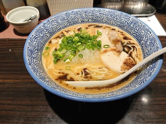 鶏白湯ラーメン 麺匠 黒春晴>