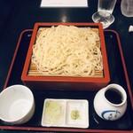 麻布永坂 更科本店 - 蕎麦ツユは甘くない。ちょい薄めの辛めで好みかも