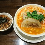 雷神ラーメン - 辛たま温麺とミニチャーシューめし