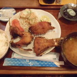 9805761 - せっかくだから「らしい」ものをと、島魚の唐揚げ定食(950円)。