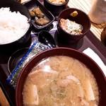 やえす初藤 - とん汁定食と納豆