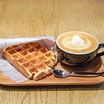 アンモナイト コーヒーマーケット - 自家製ワッフル、ラテ