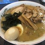 ラーメン 前田家 - チャーシューメン大 900円、煮たまご 100円