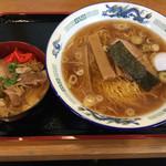 二代目正太郎 - 中華そば・半牛丼のセット(800円)