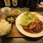 ぶどう枝焚焼き串焼き&ワイン BRANCH - 手ごねハンバーグランチ 500円(限定20食)