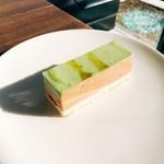 オカシ・ゼロヨンロクナナ - ピスタチオのケーキ