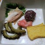 金魚すさび - ◆やんばる地鶏の蒸し鶏、紅芋ドゥル天、ゴーヤピクルス、金魚麩、カステラカマボコ