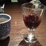 飛騨牛グリルばくろ - お茶とサービスの食前酒(ノンアルコール)